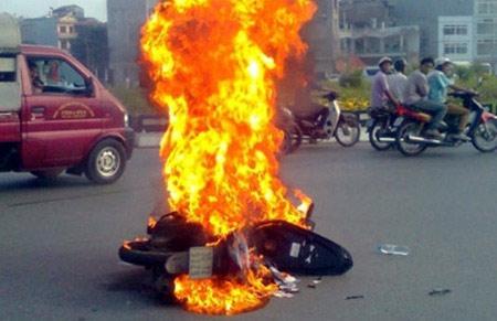 Phòng tránh nổ bình ắc quy xe máy